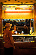 Bar im unteren Teil des Palac Akropolis in Prag Zizkov.