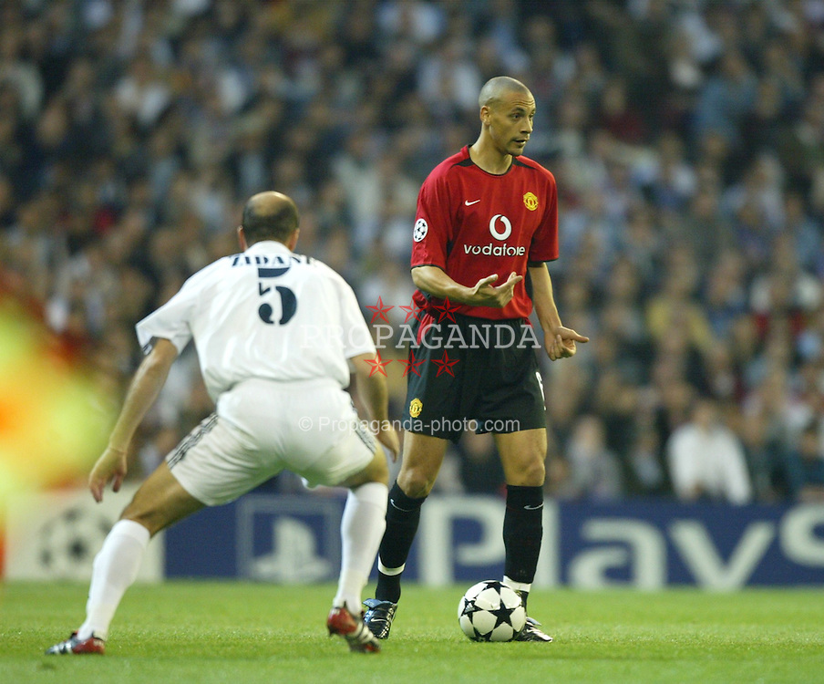 MADRID, SPAIN - Tuesday, April 8, 2003: Manchester United's Rio Ferdinand and Real Madrid's Zinedine Zidane during the UEFA Champions League Quarter Final 1st Leg match at the Estadio Santiago Bernabeu. (Pic by David Rawcliffe/Propaganda)
