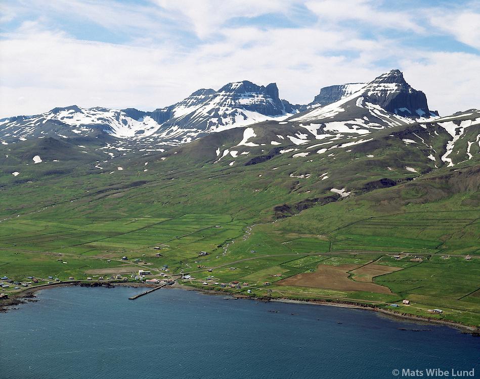 Bakkagerði, Borgarfjörður eystri, Dyrfjöll, Borgarfjarðarhreppur. Loftmynd..Bakkagerdi, Borgarfjordur eystri, Mount Dyrfjoll, Borgarfjardarhreppur. Aerial