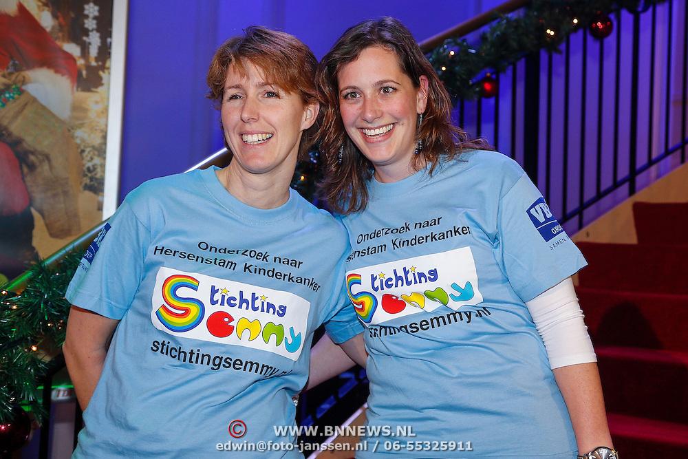 NLD/Hilversum/20121207 - Skyradio Christmas Tree, Stichting Semmy, Eva Verweij en Lonneke Smeding