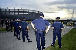 June 22, 2017 - Lublin, POLEN - 170622 Polis övervakar svenska fans inför fotbollsmatchen i U21-EM mellan Slovakien och Sverige den 22 juni 2017 i Lublin  (Credit Image: © Johanna Lundberg/Bildbyran via ZUMA Wire)
