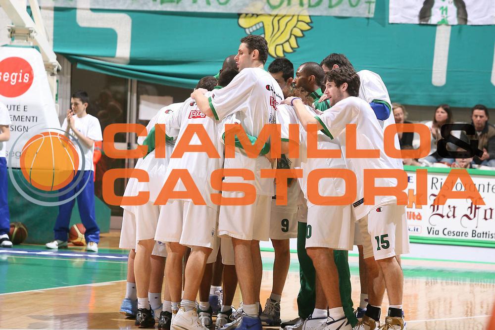 DESCRIZIONE : Siena Lega A1 2007-08 Montepaschi Siena Scavolini Spar Pesaro<br />GIOCATORE : Team Montepaschi Siena<br />SQUADRA : Montepaschi Siena<br />EVENTO : Campionato Lega A1 2007-2008 <br />GARA : Montepaschi Siena Scavolini Spar Pesaro<br />DATA : 28/03/2008 <br />CATEGORIA : Ritratto<br />SPORT : Pallacanestro <br />AUTORE : Agenzia Ciamillo-Castoria/G.Ciamillo