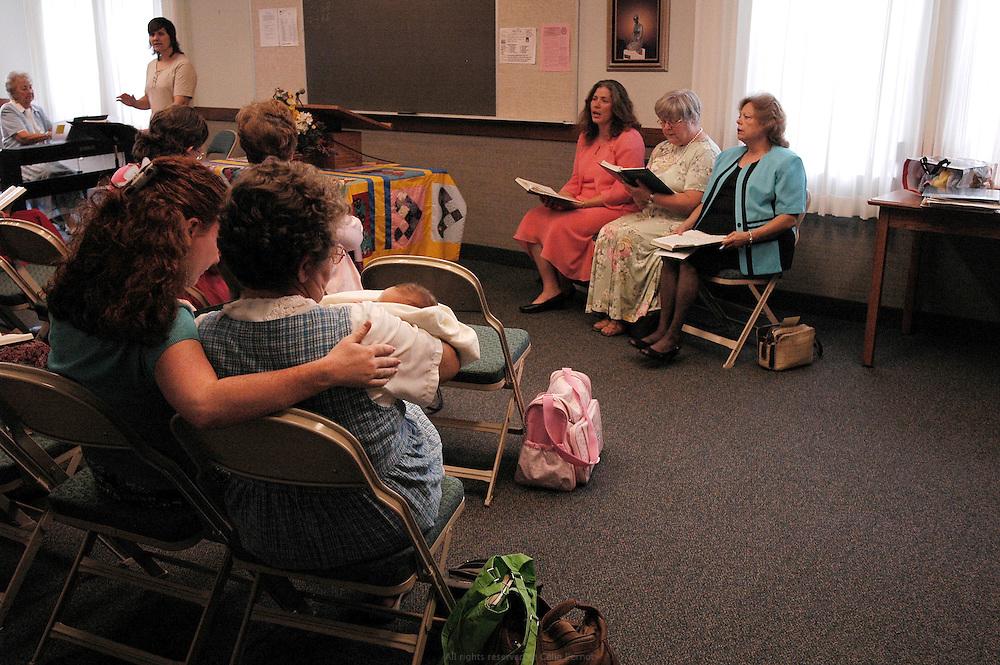 Réunion des femmes le dimanche à l'église de Jésus Christ des saints des derniers jours. Moberly, Missouri, USA, 2006-2007