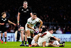 Ben Youngs of England passes the ball - Mandatory by-line: Robbie Stephenson/JMP - 10/11/2018 - RUGBY - Twickenham Stadium - London, England - England v New Zealand - Quilter Internationals
