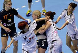08-12-2013 HANDBAL: WERELD KAMPIOENSCHAP ZUID KOREA - NEDERLAND: BELGRADO <br /> 21st Women s Handball World Championship Belgrade. Nederland verliest de tweede partij van het WK met 29-26 van Korea / (L-R) Nycke Groot, GWON Han Na, Danick Snelder en  KIM Jinyi <br /> ©2013-WWW.FOTOHOOGENDOORN.NL