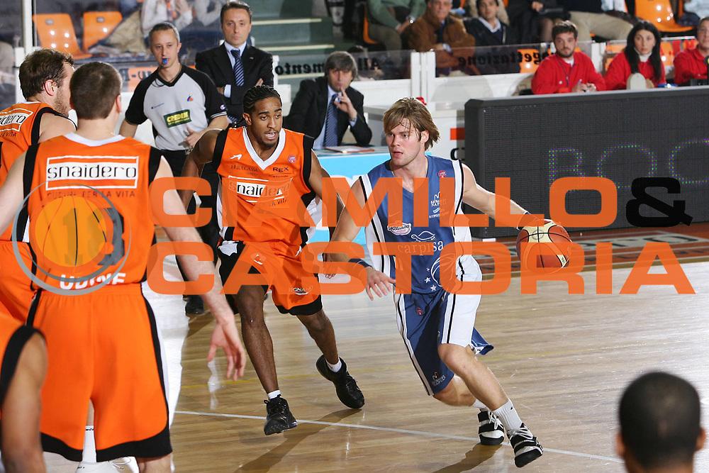 DESCRIZIONE : Udine Lega A1 2005-06 Snaidero Udine Carpisa Napoli <br /> GIOCATORE : Stefansson <br /> SQUADRA : Carpisa Napoli <br /> EVENTO : Campionato Lega A1 2005-2006 <br /> GARA : Snaidero Udine Carpisa Napoli <br /> DATA : 16/12/2005 <br /> CATEGORIA : Penetrazione <br /> SPORT : Pallacanestro <br /> AUTORE : Agenzia Ciamillo-Castoria/S.Silvestri <br /> Galleria : Lega Basket A1 2005-2006 <br /> Fotonotizia : Udine Campionato Italiano Lega A1 2005-2006 Snaidero Udine Carpisa Napoli <br /> Predefinita :