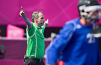 LONDEN - De Nederlandse Hockey Scheidsrechter Roel van Eert tijdens de wedstrijd tussen Belgie en Spanje.
