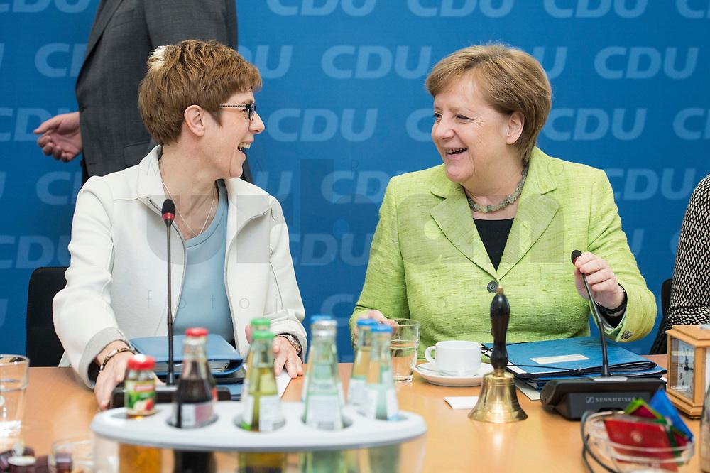 27 MAR 2016, BERLIN/GERMANY:<br /> Annegret Kamp-Karrenbauer (L), CDU, Ministerpraesidentin, und Angela Merkel (R), CDU, Budneskanzlerin, im Gespraech, vor Beginn einer Sitzung des Bundesvorstandes nach der Landtagswahl im Saarland, Konrad-Adenauer-aus<br /> IMAGE: 20170327-01-012<br /> KEYWORDS: Gespräch