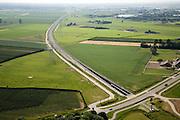 Nederland, Gelderland, Angeren, 28-06-2006; luchtfoto (25 procent toeslag Betuweroute in Westelijke richting, toerit tunnel onder het Pannerdensch kanaal begint bij de Lodderhoeksestraat (rechtsonder in beeld, met blauw geschilderd tunnel element geboorde tunnel om omgeving geluidsoverlast te besparen en de verder op gelegen natuurgbieden te ontzien; Pannerdens** kanaal, boortunnel, Betuwelijn, democratie, inspraak, rivierdijk, landschap, milieu, transport, verkeer en vervoer, vrachtvervoer, logistiek, hoogspanningsmasten, elektriciteitsnet, landschap, planologie; .zie ook andere foto's van deze lokatie (lucht en panorama deel van de serie Panorama Nederland.luchtfoto (toeslag aerial photo (additional fee required .foto Siebe Swart / photo Siebe Swart