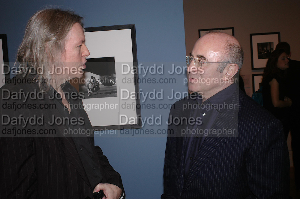 Christopher Hampton and Bob Hoskins. private view of Lee Miller Portraits. National Portrait Gallery. 2 February 2005. ONE TIME USE ONLY - DO NOT ARCHIVE  © Copyright Photograph by Dafydd Jones 66 Stockwell Park Rd. London SW9 0DA Tel 020 7733 0108 www.dafjones.com