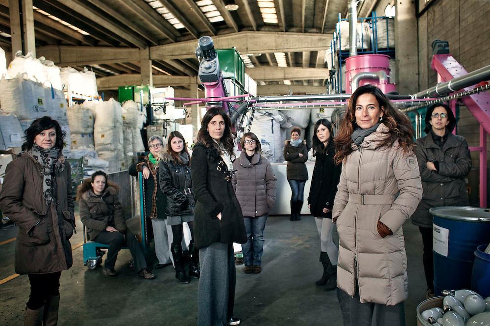 Bibiana Ferrari Fondatrice di Relight assieme alla sua squadra tutta al femminile.<br /> Nella sua fabbrica si riciclano materiale elettronici.<br /> <br /> Bibiana Ferrari fondress Relight. Relight Electronics recycling.