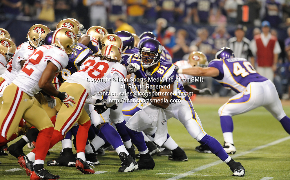 Minnesota Vikings tight end Visanthe Shiancoe #81 blocks during the Vikings 27-24 victory over the San Francisco 49ers at the Metrodome in Minneapolis, MN on September 27, 2009.