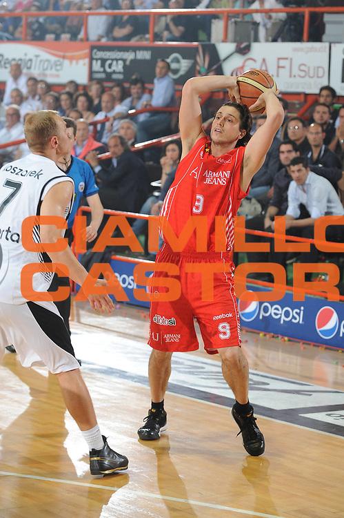 DESCRIZIONE : Caserta Lega A 2009-10 Playoff Semifinale Gara 2 Pepsi Caserta Armani Jeans Milano<br /> GIOCATORE : Marco Mordente <br /> SQUADRA : Armani Jeans Milano<br /> EVENTO : Campionato Lega A 2009-2010 <br /> GARA : Pepsi Caserta Armani Jeans Milano<br /> DATA : 04/06/2010<br /> CATEGORIA : passaggio<br /> SPORT : Pallacanestro <br /> AUTORE : Agenzia Ciamillo-Castoria/GiulioCiamillo<br /> Galleria : Lega Basket A 2009-2010 <br /> Fotonotizia : Caserta Lega A 2009-10 Playoff Semifinale Gara 2 Pepsi Caserta Armani Jeans Milano<br /> Predefinita :