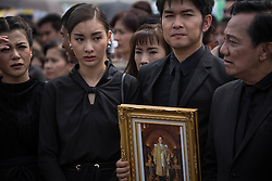 October 22, 2016 - Bangkok, Bangkok, Thailand - Mourners dressed in black gathers around the Grand Palace as they attends to perform the Royal Anthem at Sanam Luang in Bangkok, Thailand on October 22, 2016. More than 100.000 mourners from across Thailand came during the long week end holiday to sing the Thai Royal Anthem to pay respect to the late Thailand King Bhumibol Adulyadej who passed away on October 13, 2016 at Siriraj Hospital. Thai King Bhumibol Adulyadej was the world's longest reigning monarch and died at the age of 88 after a long illness since several years, he was the most unifying symbol for Thai people and leaving behind him a divided country under military control. (Credit Image: © Guillaume Payen/NurPhoto via ZUMA Press)