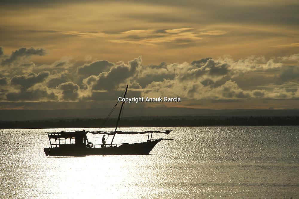 Por do sol nas Quirimbas. Arquipélago das Quirimbas, viajem em velha no coração de umas dos mais incrível arquipélago do mundo com uma das mais antigas embarcação do oceano indico. (Ibo Island Lodge)
