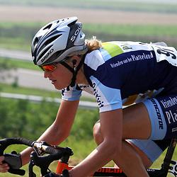 Sportfoto archief 2000-2005<br />2004  <br />Chantal Beltman (Vrienden van het Platteland) probeert het solo