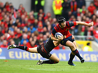 Rugby Union - 2016 / 2017 European Rugby Champions Cup - Semi-Final: Munster vs. Saracens<br /> <br /> Munster's Tyler Bleyendaal in action against Richard Wigglesworth of Saracens  at the Aviva Stadium, Dublin.<br /> <br /> COLORSPORT/KEN SUTTON