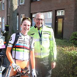 02-09-2018: Wielrennen: Ladies Tour: Roosendaal<br />Vaste waarde in de koers Harry nam afscheid en Annemiek van Vleuten was er bij