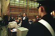 Antonio Di Pietro, Public Prosecutor, speaks during Enimont trial at court in Milan, December, 1994. For the first time in Italy, a public prosecutor uses a computerized system to illustrate his summation, which summation has been called telematics. © Carlo Cerchioli..Antonio Di Pietro, Pubblico Ministero, durante la sua requisitoria al processo Enimont, dicembre 1994. Il pubblico ministero usa per la prima volta in Italia, un sistema computerizzato per illustrare la sua requisitoria che è stata chiamata requisitoria telematica.