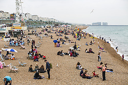 August 22, 2017 - Brighton, East Sussex, United Kingdom - Brighton, UK. Members off the public spend time on the beach in Brighton and Hove. (Credit Image: © Hugo Michiels/London News Pictures via ZUMA Wire)