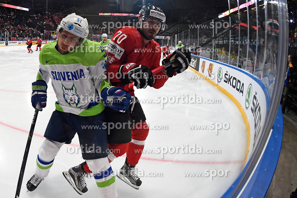 06.05.2017, AccorHotels Arena, Paris, FRA, IIHF WM 2017, Schweiz vs Slowenien, Gruppe B, im Bild Mitja Robar (SLO) gegen Denis Hollenstein (SUI) // during the group B match of 2017 IIHF World Championship between Switzerland and Slovenia at the AccorHotels Arena in Paris, France on 2017/05/06. EXPA Pictures &copy; 2017, PhotoCredit: EXPA/ Freshfocus/ Urs Lindt<br /> <br /> *****ATTENTION - for AUT, SLO, CRO, SRB, BIH, MAZ, ITA only*****