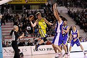 DESCRIZIONE : Ancona Lega A 2011-12 Fabi Shoes Montegranaro Bennet Cantu<br /> GIOCATORE : Coby Karl Roberto Chiari<br /> CATEGORIA : passaggio penetrazione scelta referee curiosita<br /> SQUADRA : Fabi Shoes Montegranaro<br /> EVENTO : Campionato Lega A 2011-2012<br /> GARA : Fabi Shoes Montegranaro Bennet Cantu<br /> DATA : 11/01/2012<br /> SPORT : Pallacanestro<br /> AUTORE : Agenzia Ciamillo-Castoria/C.De Massis<br /> Galleria : Lega Basket A 2011-2012<br /> Fotonotizia : Ancona Lega A 2011-12 Fabi Shoes Montegranaro Bennet Cantu<br /> Predefinita :ù