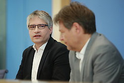 May 27, 2019 - Berlin, Germany - Chairman of the German Green Party Robert Habeck (R) and Main Candidate for the European Election Sven Giegold (L) attend a press conference at the Bundespressekonferenz in Berlin on May 27, 2019. (Credit Image: © Emmanuele Contini/NurPhoto via ZUMA Press)