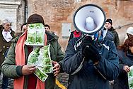Roma, 17 Gennaio 2012.Movimenti per il diritto all'abitare manifestano al Campidoglio contro il Sindaco Gianni Alemanno  che in previsione della manifestazione di sabato contro la sua gestione della città, tutta precarietà e cemento , a fatto pervenire una nota ufficiale in cui si fa presente che le spese per il ripristino del decoro urbano al termine della manifestazione devono intendersi a carico dei manifestanti. Soldi per il sindaco Alemanno