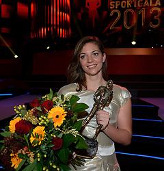 17-12-2013 ALGEMEEN: SPORTGALA NOC NSF 2013: AMSTERDAM<br /> In de Amsterdamse RAI vindt het traditionele NOC NSF Sportgala weer plaats. Op deze avond zullen de sportprijzen voor beste sportman, sportvrouw, gehandicapte sporter, talent, ploeg en trainer worden uitgereikt / Marlou van Rhijn ontvangt op het NOC*NSF Sportgala de prijs voor Paralympische Sporter van het Jaar 2013<br /> ©2013-FotoHoogendoorn.nl