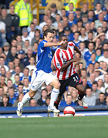 Photo: Paul Greenwood.<br />Everton v Sheffield United. The Barclays Premiership. 21/10/2006. Everton's Simon Davies, left, battles with Mikele Leigertwood.