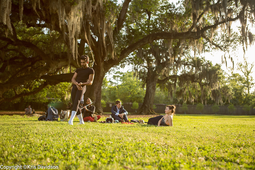 Dancer/choreographer Diogo de Lima moves through a series of dance movements while with a group of professional performers meeting in Audubon Park in the Uptown neighborhood.  More info: http://www.diogodelima.com/diogo