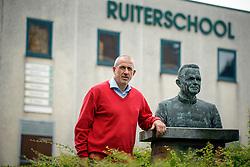 Georges Van Keerberghen (BEL), voorzitter LRV bij het borstbeeld van kanunnik De Mey<br /> LRV - Oud Heverlee 2014<br /> © Dirk Caremans