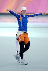 11-02-2006 SCHAATSEN: OLYMPISCHE WINTERSPELEN: 3000 METER DAMES: TORINO<br /> Ireen Wust haalt goud op de 3000 meter<br /> ©2006-WWW.FOTOHOOGENDOORN.NL