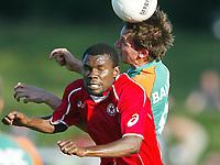 Fotball<br /> Bundesliga 2003/2004 sesongoppkjøring <br /> <br /> MacDonald MUKASI<br /> Frank BAUMANN Bremen<br /> Testspiel  Werder Bremen - ZSKA Sofia<br /><br /> <br /> Foto: Uwe Speck, Digitalsport