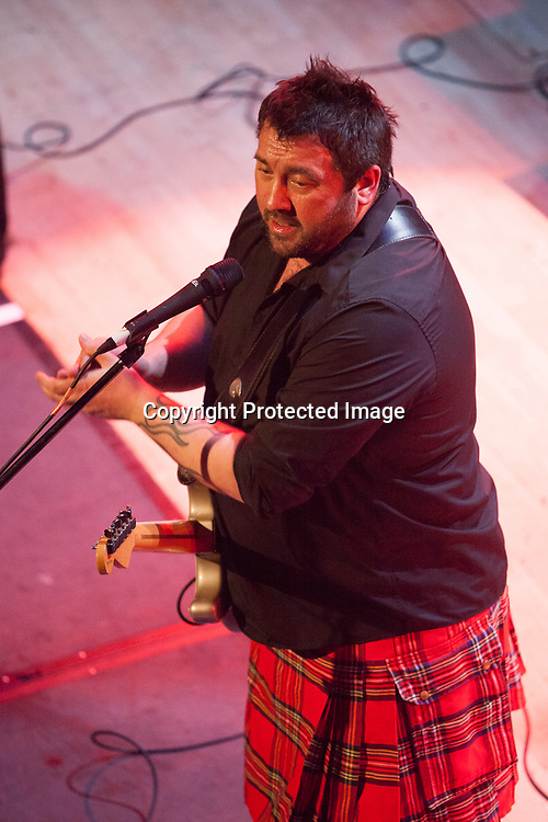 Edinburgh, UK. 25th November 2016. King King performs on stage at the Edinburgh Queen's Hall. Pako Mera/Alamy Live News