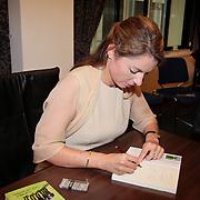 """NLD/Den Haag/20110912 - Boekpresentatie Annemarie Gualtherie van Weezel """" De Smaak van de Macht"""", Annemarie Gualthérie van Weezel signeert haar boek"""
