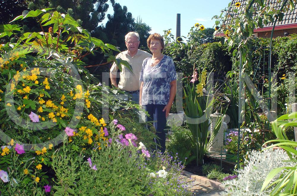 060819,de krim,nederland,<br /> serie over tuinen, meneer en mevr met het tuin virus,<br /> fotografiefrankuijlenbroek&copy;2006sanderuijlenbroek