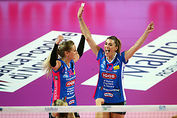 03-05-2017 ITA: Igor Gorgonzola Novara - Liu Jo Volley Modena, Novara<br /> Final playoff match 2 of 5 / DIJKEMA LAURA en PICCININI FRANCESCA<br /> <br /> ***NETHERLANDS ONLY***