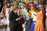 04 JUN 2008, BERLIN/GERMANY:<br /> Angela Merkel, CDU, Bundeskanzlerin, nachdem Sie einem der Heiligen drei Koenige ihre Spende in die Sammeldose gesteckt hat, waehrend dem Empfang der Sternsinger im Bundeskanzleramt<br /> IMAGE: 20080104-01-035<br /> KEYWORDS: Heilige drei Koenige, Heilige drei K&ouml;nige, spendet, Geld, Geldscheine, Kanzleramt