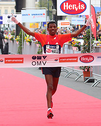 15.04.2012, Wien, AUT, Vienna City Marathon 2012, im Bild Zieleinlauf Haile Gebrselassie (ET) // during the Vienna City Marathon 2012, Vienna, Austria on 15/04/2012,  EXPA Pictures © 2012, PhotoCredit: EXPA/ T. Haumer