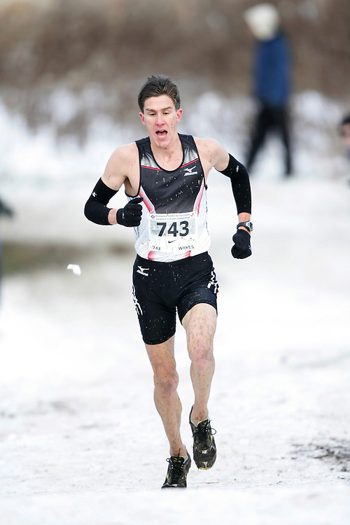 Guelph, Ontario ---29/11/08---  DYLAN WYKES runs the senior mens race at the 2008 AGSI Canadian Cross Country Nationals in Guelph, Ontario November 29, 2008..GEOFF ROBINS Mundo Sport Images