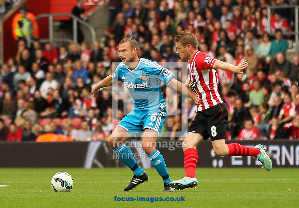 Steven Davis (right) of Southampton and Lee Cattermole (left) of Sunderland during the Barclays Premier League match at the St Mary's Stadium, Southampton<br /> Picture by Tom Smith/Focus Images Ltd 07545141164<br /> 18/10/2014