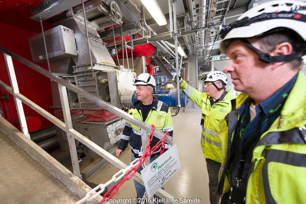 &Aring;rlige revisjonsstans p&aring; Returkraft p&aring; Langemyr Kristiansand Norge 26092016<br /> <br /> Foto: Kjell Inge S&oslash;reide<br /> <br />  <br /> Returkraft er et avfallsforbrenningsanlegg i Kristiansand som ble satt i drift i mai 2010. Anlegget ligger ved Langemyrterminalen, 5 km nord for Kvadraturen i Kristiansand, og produserer fjernvarme og elektrisitet.