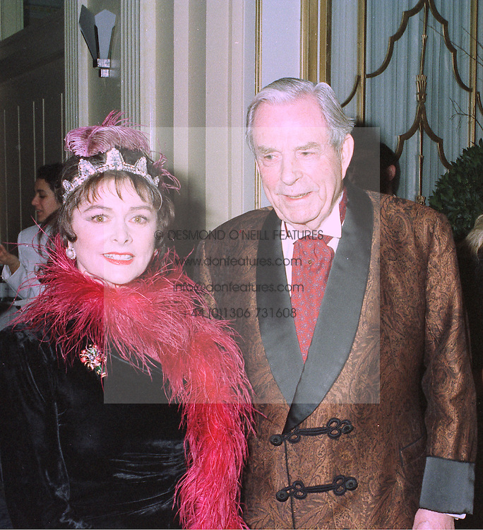 The EARL & COUNTESS OF DUDLEY at a party in London on 27th January 1998.<br /> MEW 16 2OLO