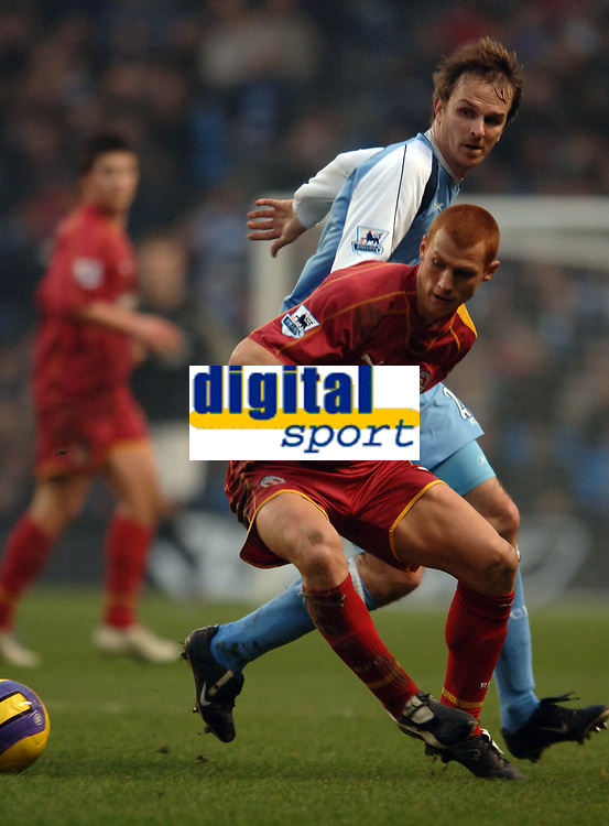 Photo: Paul Greenwood.<br />Man City v Reading. The Barclays Premiership. 03/02/2007. Reading's Steve Sidwell, left, beats Dieter Hamann to the ball