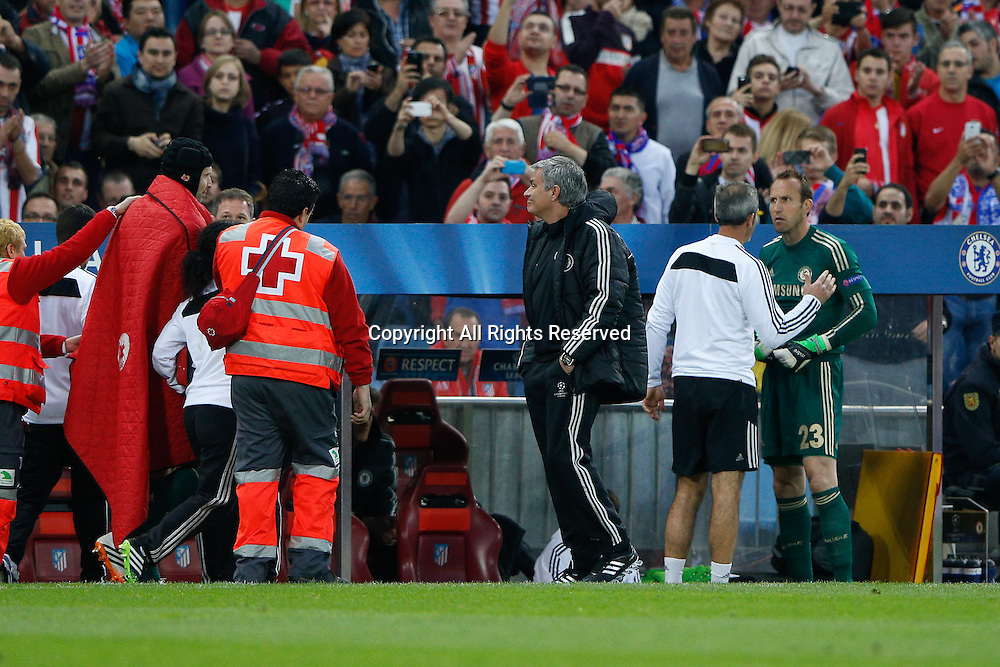 22.04.2014. Madrid, Spain. UEFA Champions League semi-final.  Atletico de Madrid versus Chelsea C.F. at Vicente Calderon stadium. Keeper Petr Cech of Chelsea is injured and substituted in the 18th minute with Schwarzer