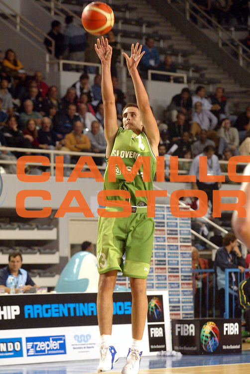 DESCRIZIONE : MAR DEL PLATA FIBA UNDER 21 WORLD CHAMPIONSHIP FOR MEN CAMPIONATO DEL MONDO UNDER 21 MASCHILE<br />GIOCATORE : LORBEK<br />SQUADRA : SLOVENIA<br />EVENTO : UNDER 21 WORLD CHAMPIONSHIP FOR MAN CAMPIONATO DEL MONDO UNDER 21 MASCHILE<br />GARA : SLOVENIA-AUSTRALIA<br />DATA : 12/08/2005<br />CATEGORIA : TIRO<br />SPORT : Pallacanestro<br />AUTORE : AGENZIA CIAMILLO &amp; CASTORIA/M.Ciamillo