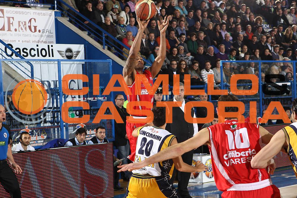 DESCRIZIONE : Porto San Giorgio Lega A 2010-11 Fabi Montegranaro Cimberio Varese<br /> GIOCATORE : Goss Phil<br /> SQUADRA : Cimberio Varese<br /> EVENTO : Campionato Lega A 2010-2011<br /> GARA : Fabi Montegranaro Cimberio Varese<br /> DATA : 09/01/2011<br /> CATEGORIA : tiro<br /> SPORT : Pallacanestro<br /> AUTORE : Agenzia Ciamillo-Castoria/C.De Massis<br /> Galleria : Lega Basket A 2010-2011<br /> Fotonotizia : Porto San Giorgio Lega A 2010-11 Fabi Montegranaro Cimberio Varese<br /> Predefinita :