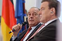 23 JAN 2003, BERLIN/GERMANY:<br /> Jacques Chirac (L), Praesident Frankreich, und Gerhard Schroeder (R), SPD, Bundeskanzler, waehrend einer Diskussion mit 500 Jugendlichen des deutsch-franzoesischen Jugendparlaments, Bundeskanzleramt<br /> IMAGE: 20030123-01-024<br /> KEYWORDS: Gerhard Schröder