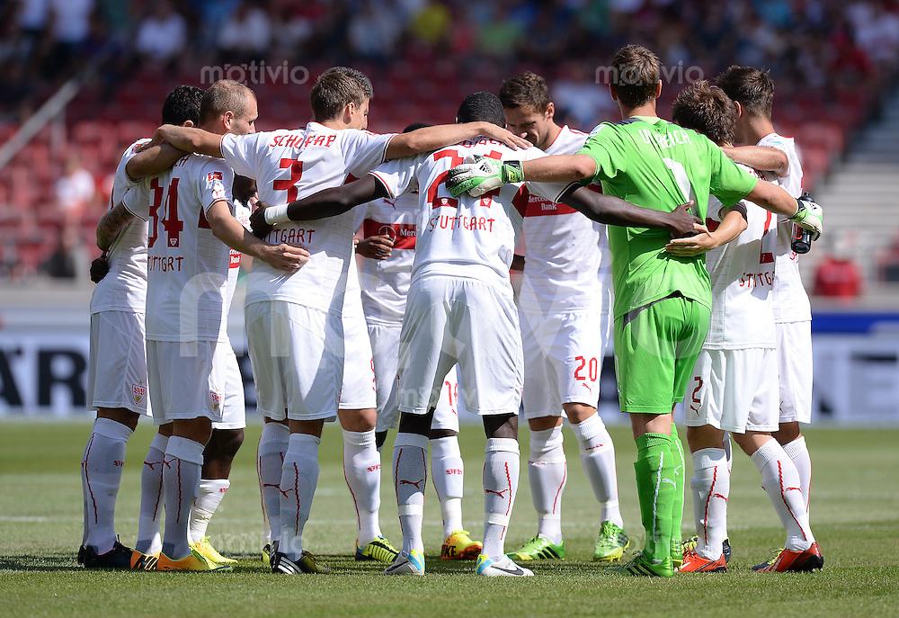 Fussball  1. Bundesliga  Saison 2013/2014  2. Spieltag VfB Stuttgart - Bayer Leverkusen     17.08.2013 Teamkreis des VfB Stuttgart vor dem Spiel